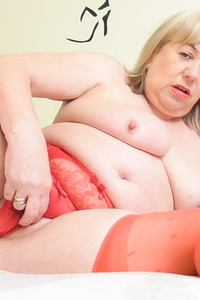 Blonde senior mature chubby toying her horny pussy
