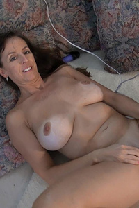 This is the best mature from slow striptease to great masturbation.