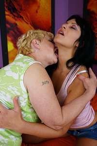 Naughty babe doing a horny older lesbian